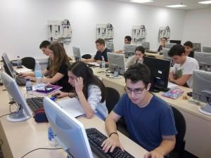 מתכנתים במפגש של האימון המתקדם